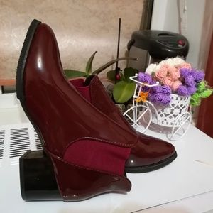 Red wine patent leather Chelsea boot